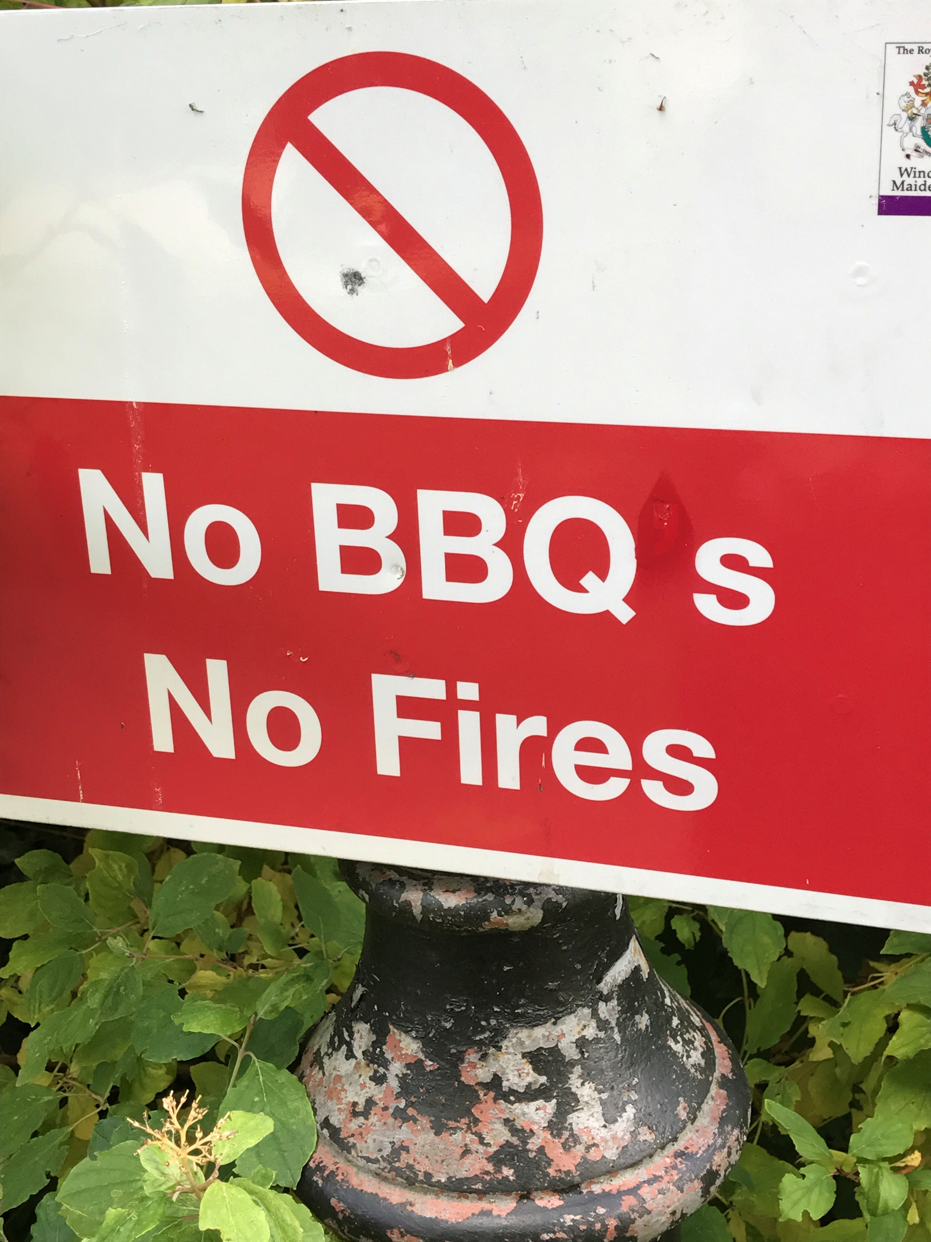Sign saying no barbecues with the apostrophe removed